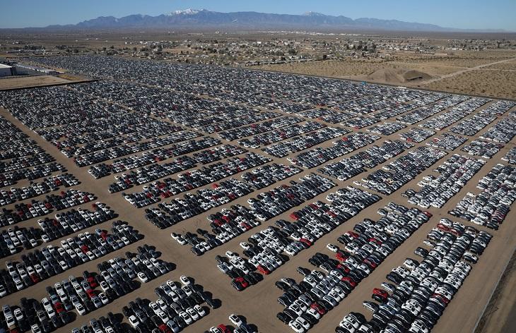 Стотици хиляди Volkswagen автомобили чакат на паркинги в САЩ